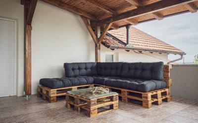 Opter pour un salon de jardin palette confortable